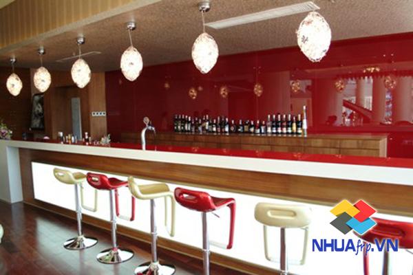 ban-ghe-nhua-composite-quan-bar